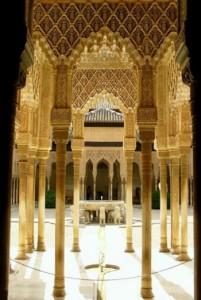 Công nghệ xây dựng bằng đất nén đang được khảo sát bởi các nhà khoa học như một phương pháp xây dựng dựa trên xi-măng thân thiện với môi trường. Một phần cung điện Alhambra ở Granada, Tây Ban Nha (trong hình) và cung điện Potala ở Lhasa đã được xây dựng bằng đất nén (Jim Gordon/Wikimedia Commons với giấy phép CCA-2.0).