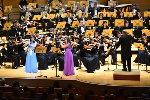 Ảnh: Đoàn nhạc giao hưởng Thần Vận biểu diễn ở California.